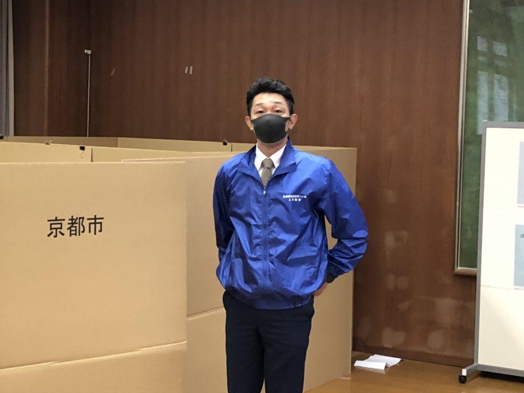 京都市の防災訓練、備蓄用段ボールベットの設置